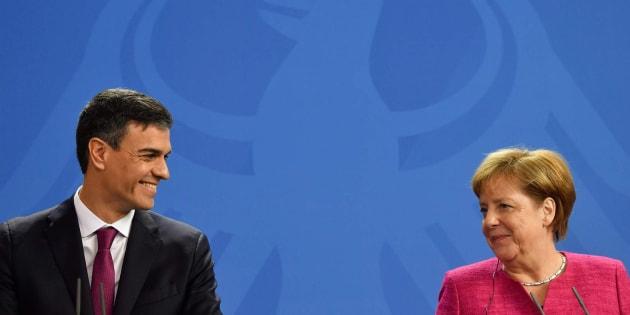 El presidente español, Pedro Sánchez, y la canciller alemana, Angela Merkel, este martes.