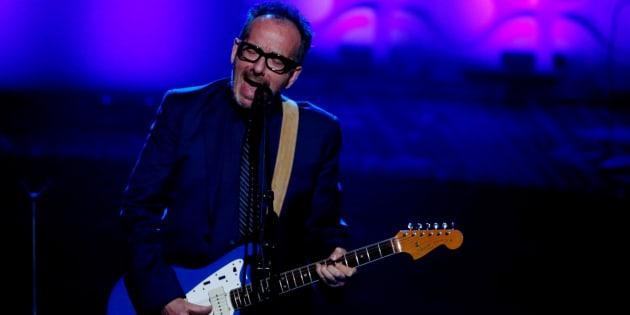 El cantante Elvis Costello durante una actuación en Nueva York en junio de 2016.