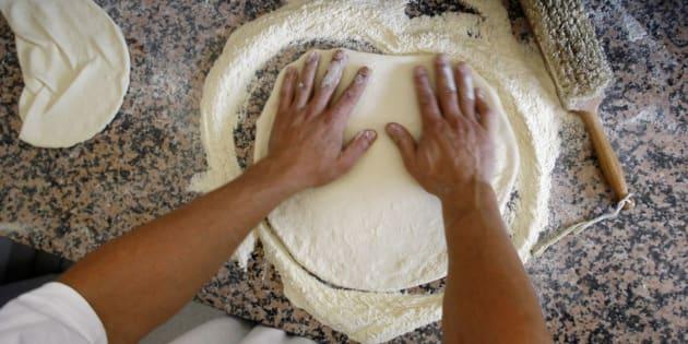 """Pour le ministre italien de l'Agriculture, l'entrée de l'art du pizzaïolo napolitain au patrimoine immatériel de l'Humanité est une """"victoire""""."""