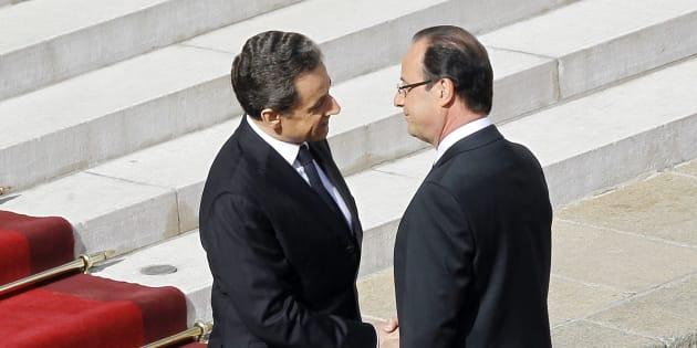 Nicolas Sarkozy et François Hollande lors de la passation de pouvoirs à l'Elysée le 15 mai 2012.