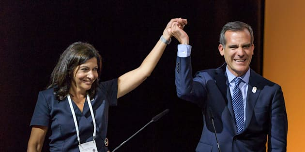 La alcaldesa de París, Anne Hidalgo, y el alcalde de Los Ángeles, Eric Garcetti.
