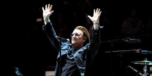 El cantante de la banda irlandesa U2, Bono, durante el primero de sus dos conciertos en el WiZink Center, en Madrid, dentro de su gira 'Experience + Innocence Tour'.