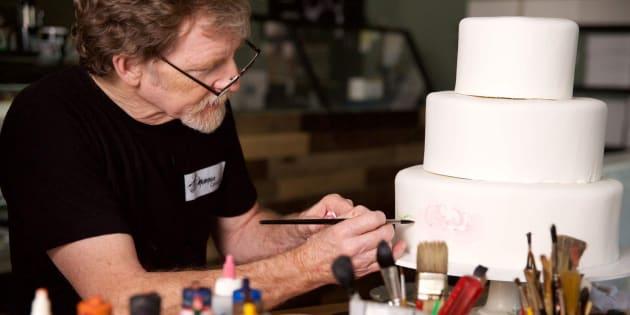 Imagen de archivo de Jack Phillips trabajando en una de sus tartas.