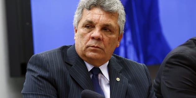 Presidente da bancada da segurança, Alberto Fraga (DEM-DF) diz que quer porte de armas com limites.