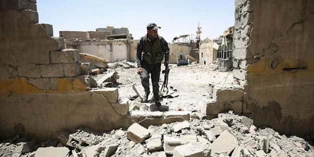 Un soldado de las fuerzas iraquíes en Mosul.