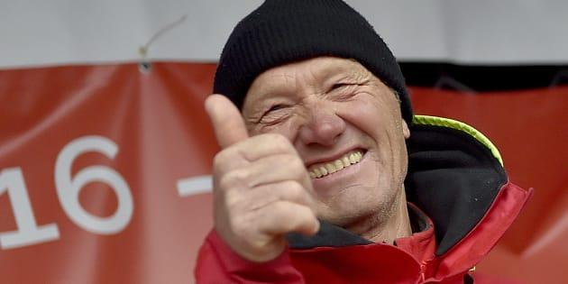 Francis Joyon célèbre son record au trophée Jules Vernes le 26 janvier à Brest.