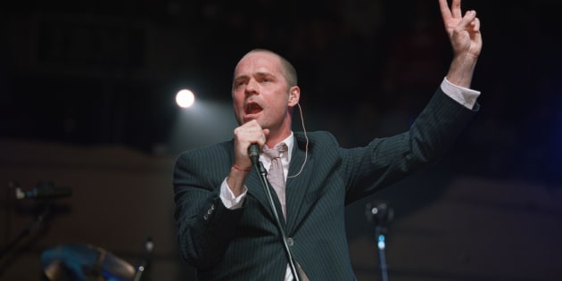 Gord Downie, lead singer for the Tragically Hip, performs at the Air Canada Centre in 2000. (David Cooper/Toronto Star via Getty Images)