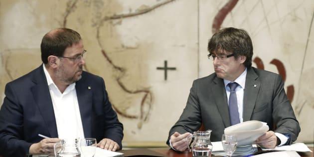 El presidente de la Generalitat, Carles Puigdemont, y el vicepresidente del Govern, Oriol Junqueras.