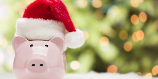 Muchas veces creemos que el aguinaldo es dinero extra para gastar, comprar regalos navideños y detalles para los intercambios, sin embargo, gastar por gastar nunca es lo ideal, mucho menos a fin de año.