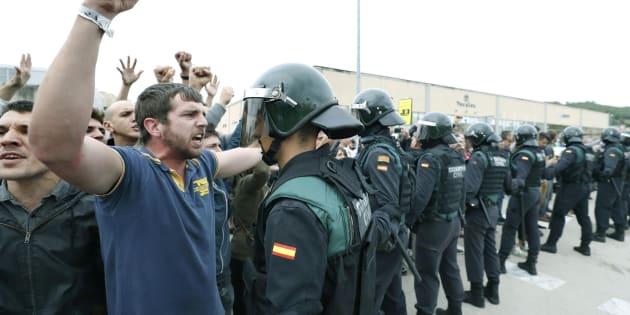 Incidentes en el exterior del Pabellón Deportivo municipal de Sant Julia de Ramis (Girona).