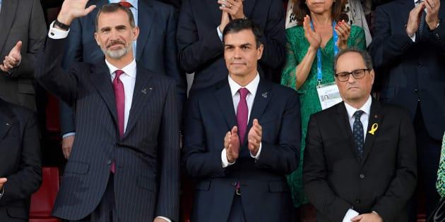 El rey Felipe VI, el presidente del Gobierno Pedro Sánchez y el president de la Generalitat Quim Torra en la ceremonia de apertura de los Juegos del Mediterráneo.