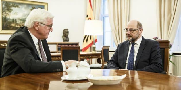 Martin Schulz (d), durante su reunión con Frank-Walter Steinmeier (i).