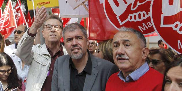 Los secretarios generales de CCOO y UGT, Unai Sordo y Pepe Álvarez, participan en la concentración.