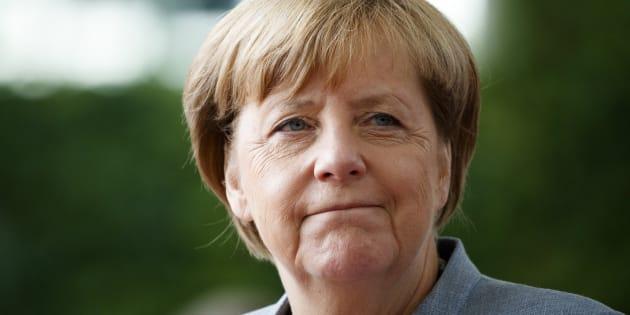 La canciller alemana, Angela Merkel, espera la llegada del presidente de Israel, Reuven Rivlin, antes de su reunión en la Cancillería, en Berlín (Alemania), el 7 de septiembre de 2017.