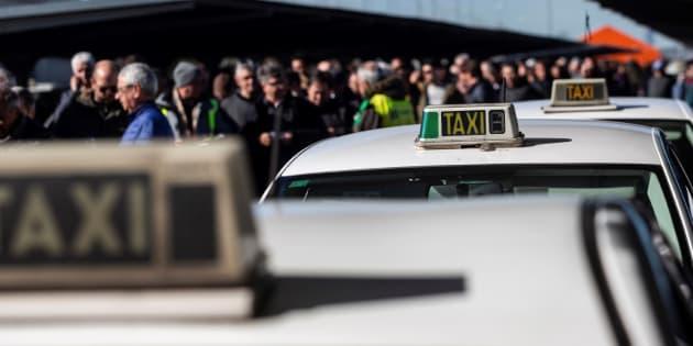 El sector del taxi de Madrid vota este martes si sigue con la huelga.