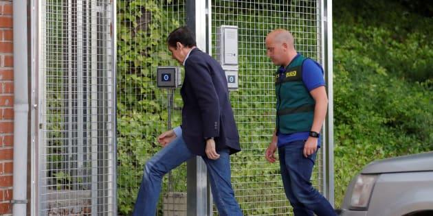 Eduardo Zaplana llega este miércoles tarde a la Comandancia de la Guardia Civil.