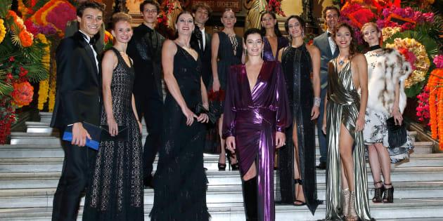 Aurelie Dupont, en el centro rodeada de algunos de sus bailarines.