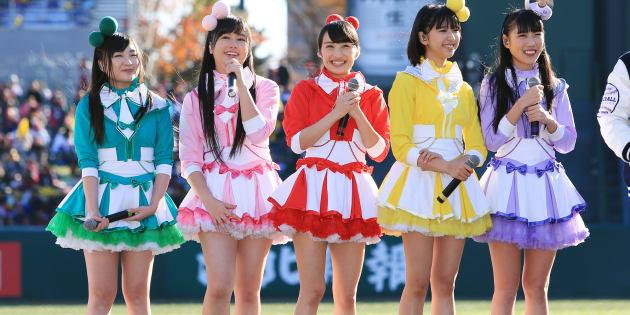 ももいろクローバーZ(左端が有安杏果さん。撮影=2013年11月23日)