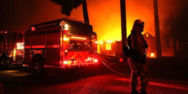 Miles de personas han sido evacuadas de sus hogares en un nuevo incendio