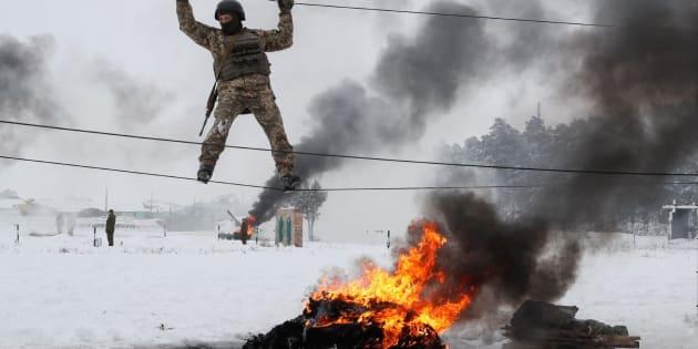 Reservistas ucranianos participan en ejercicios militares.
