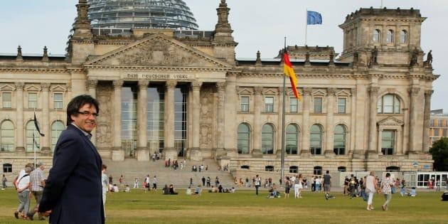 El expresidente catalán Carles Puigemont, junto al Bundestag en Berlín, en una imagen de archivo.