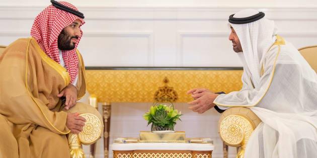 Mohammed ben Salmane al-Saoud rencontre le prince héritier d'Abu Dhabi Mohammed ben Zayed al-Nahyan à Abu Dhabi, aux Emirats arabes unis, le 22 novembre 2018.