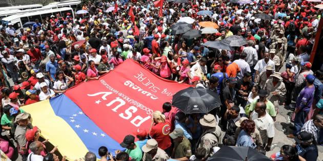 Chavistas participan en una manifestación para apoyar la instalación de la Asamblea Nacional Constituyente este viernes 4 de agosto del 2017, en Caracas (Venezuela).