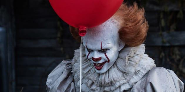 """Pennywise, le clown de """"Ça"""" (""""It"""", en VO), fait surtout peur dans les bandes-annonces. Pendant le film, ce sont les enfants qui lui volent la vedette."""