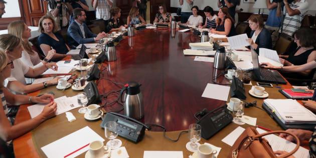 Miembros de los diferentes partidos durante la reunión de la subcomisión del Congreso para articular un pacto de Estado en materia de violencia de género.