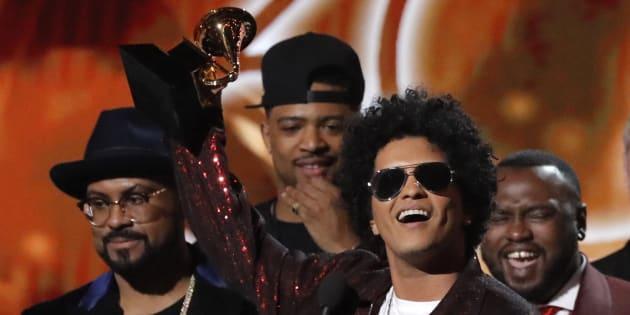 El cantante Bruno Mars, en los premios Grammy este domingo en Nueva York.