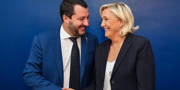 La ultraderechista francesa Marine Le Pen (d) se reúne con el ministro italiano del Interior, Matteo Salvini (i), en Roma.