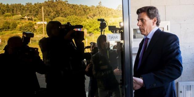 El padre de Diana Quer, Juan Carlos Quer, a su llegada al juzgado de Ribeira.