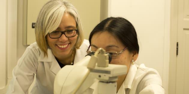 Claudia Suemoto lidera um grupo de pesquisa sobre o envelhecimento do cérebro na USP.