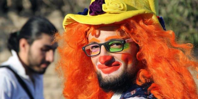 Cette photo non datée, offerte par un journaliste militant d'Alep, montre Anas al-Basha, 24 ans, déguisé en clown.
