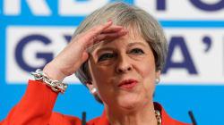 Theresa May recula y rectifica su programa tras las quejas de