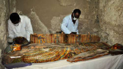 Descubren en Luxor una tumba intacta de un alcalde faraónico con ocho