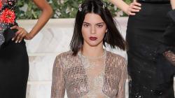 Kendall Jenner tout en transparence au défilé La