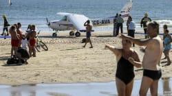 Mueren dos bañistas golpeados por una avioneta que aterrizaba de emergencia en una playa de