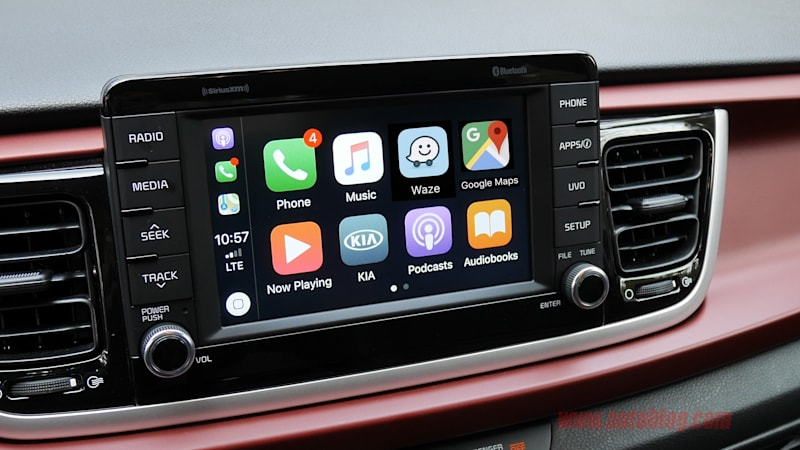 apple carplay to operate with google maps and waze autoblog. Black Bedroom Furniture Sets. Home Design Ideas