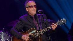 Elvis Costello cancela fechas de su gira por un cáncer 'muy
