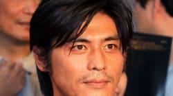 坂口憲二さんが、無期限で芸能活動を休止...難病の治療に専念