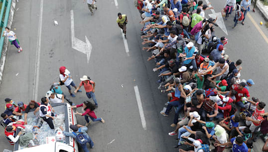 Trump cortará la ayuda a Honduras y Guatemala, pero la caravana migrante sigue rumbo a