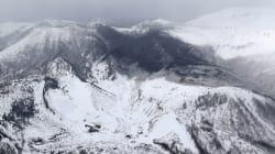 Giappone, erutta il vulcano vicino alle piste da sci: un morto e feriti travolti da valanga e rocce
