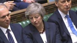 Theresa May barcolla ancora sulla Brexit. Passa emendamento che impone piano