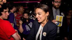 Quédate con su nombre: Alexandria Ocasio-Cortez, que se ha hecho con una victoria clave en