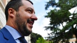 Salvini viaja a Libia mientras 300 inmigrantes esperan hace días un