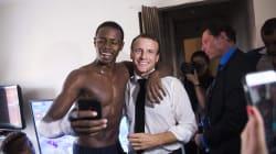 La foto de Macron con jóvenes negros que indigna a Le