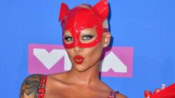 El mensaje tras el loco traje de látex rojo de Amber Rose en los MTV