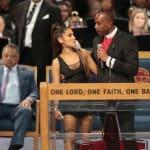 🎥 Obispo se disculpa por tocar el pecho de Ariana Grande en el funeral de Aretha