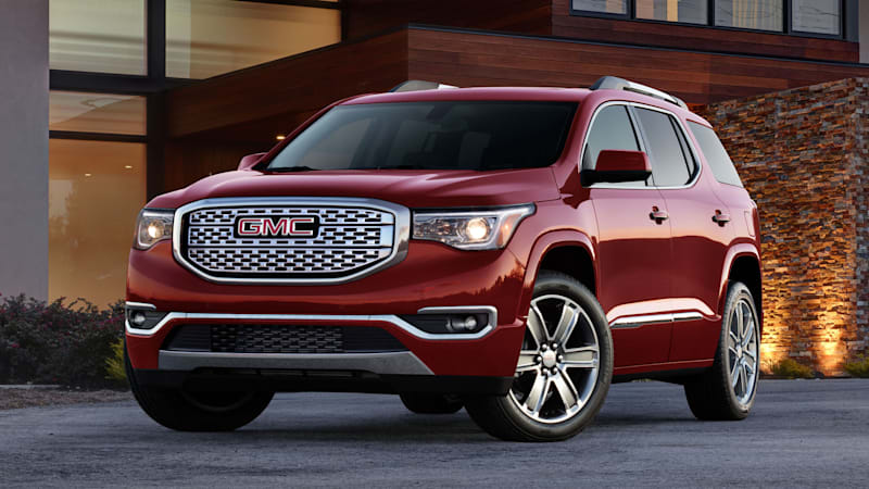2017 Gmc Acadia Towing Capacity >> 2017 Gmc Acadia Loses 700 Pounds Gains Everywhere Else Autoblog